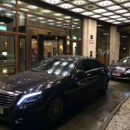 Limousinenservice vor Hotel in München