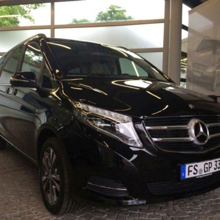 schwarzer Mercedes Van Chauffeurservice München